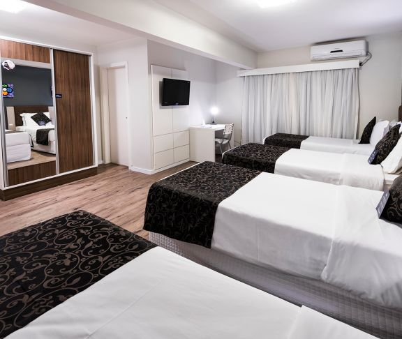 Economic 4-bed Room - Sibara Hotel